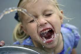 Cata apa trebuie sa bea copiii nostri
