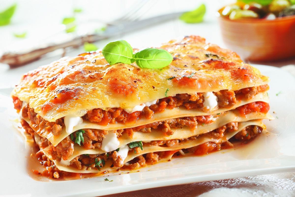 Lasagna delicioasa cu carne si sos alb